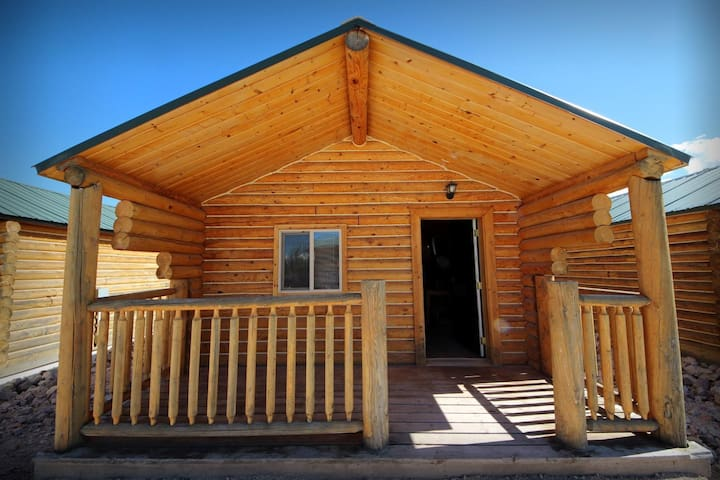Deluxe Cabin Unit #2 - Open Year-Round, Showers, Great for Snowmobilers