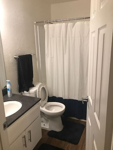 Cozy master room private bathroom - Los Angeles - Apartment
