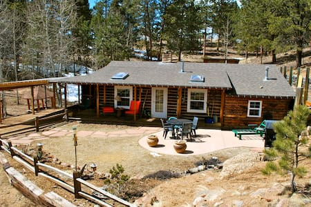 Antlers Cabin on 35 Acre Ranch WIFI - Divide - Cabane