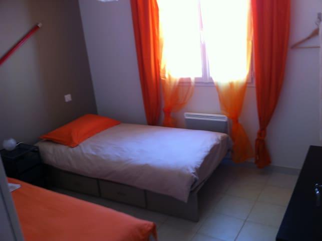 Chambre avec lits de 90