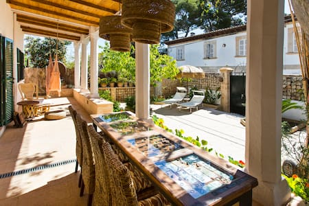 Casa de estilo típico con jardín. - Palma de Mallorca