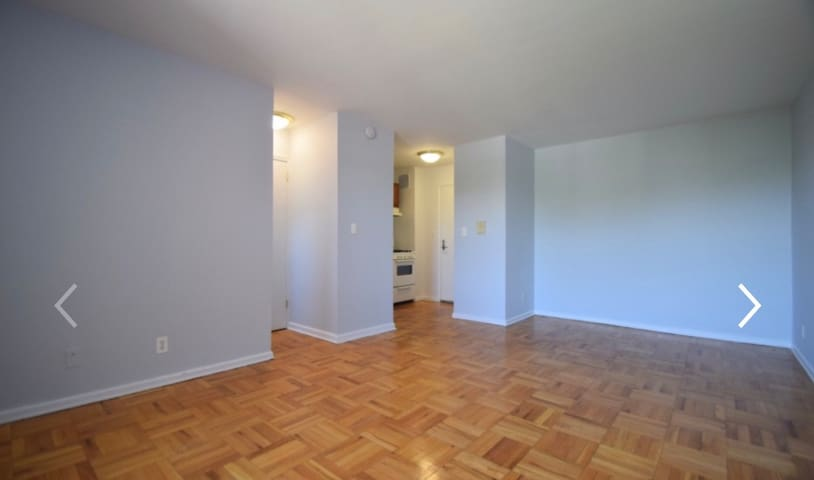 Entire studio apartment, bright & clean, w parking