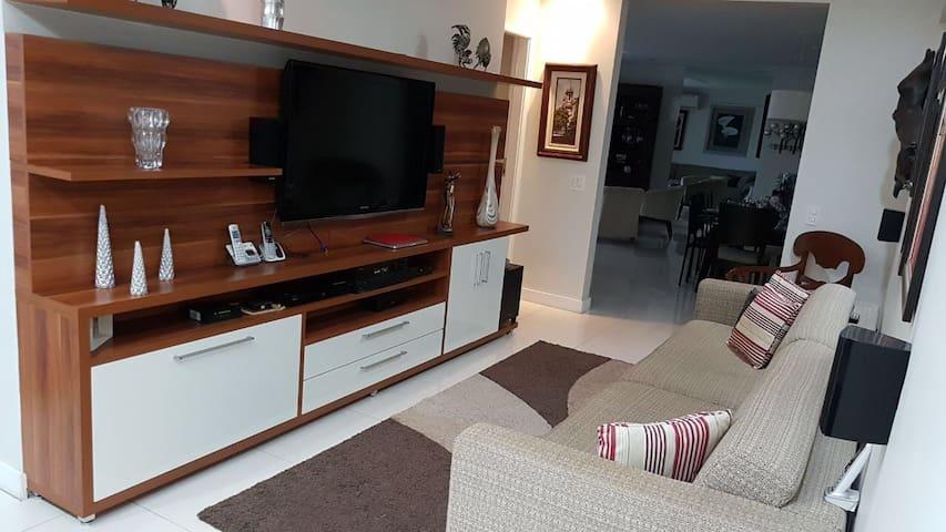 Confortável condomínio resort  - 4 Suites/234M2