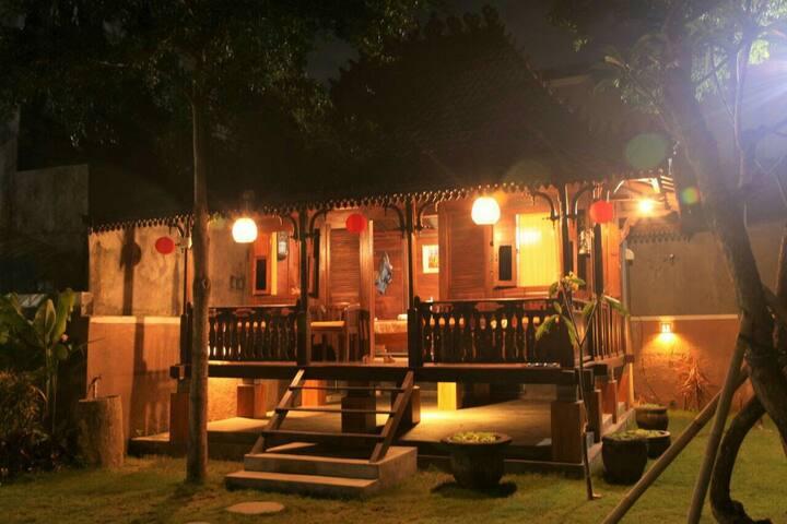 Unique Javanese Gladak House - Kuta Selatan - Vila