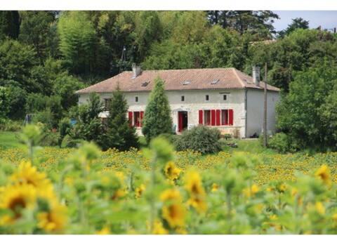 Grande maison au calme, au coeur de la Charente