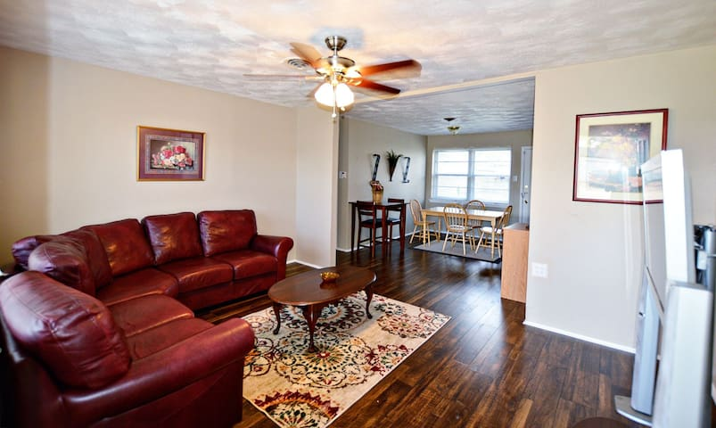 Comfy & lots of beds! 15 mins from downtown Dallas