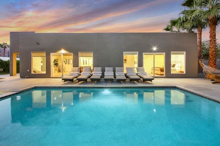 La Quinta Modern / 4 Suites, Pool, Spa on 1/4 Acre