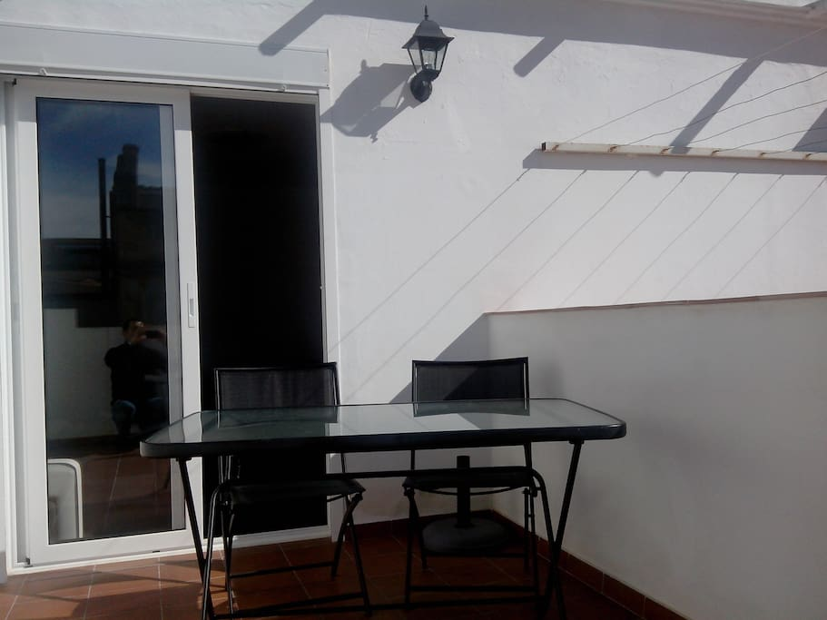 Front terrace with table