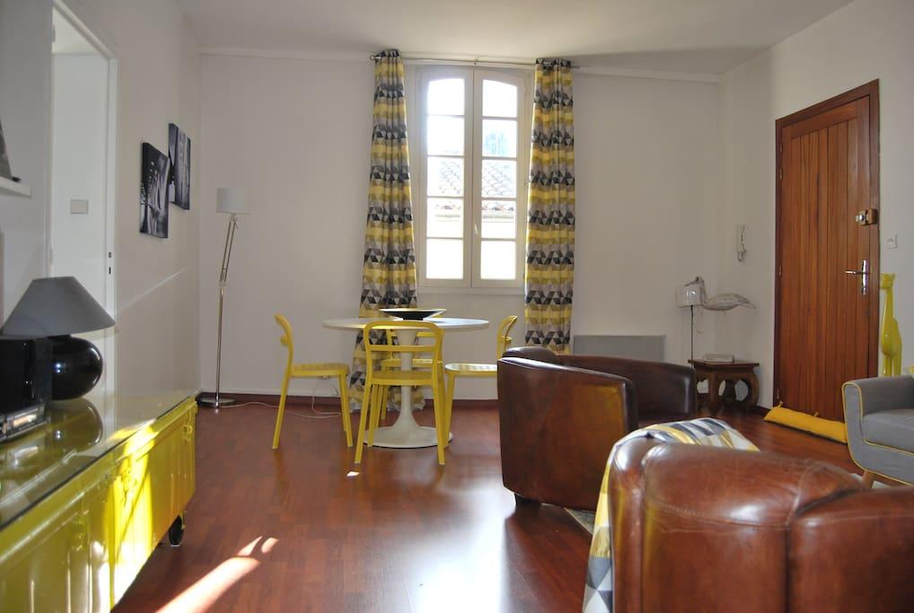 F2 au coeur des chartrons appartements louer for Location appartement bordeaux chartrons