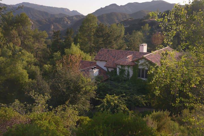 Tuscan Estate Retreat Sanctuary - トパンガ (Topanga) - 別荘