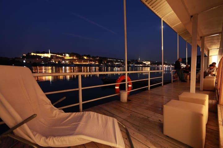 Amazing Floting house in Belgrade - Belgrade - Bateau