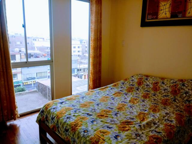 Dormitorio con excelente vista