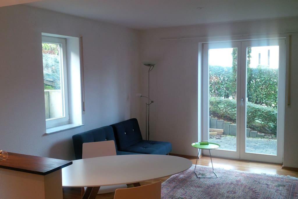 Offener Wohnbereich - Blick zur Terrasse