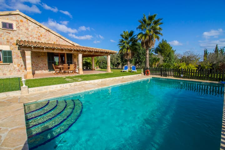 Den Guiem- Nice countryhouse with pool in Pollensa