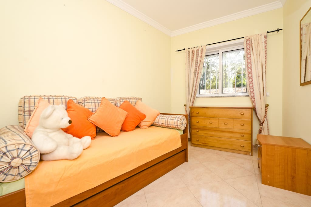Twin bedroom with 2 single beds for extra comfort