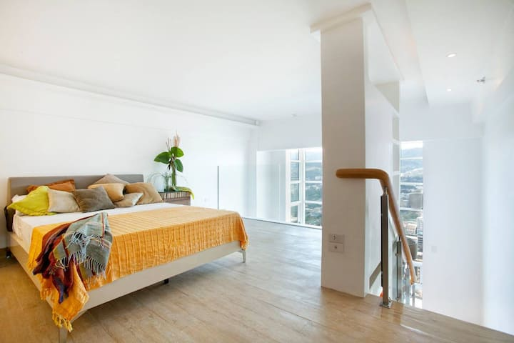 Modern Cozy Loft with Amazing View