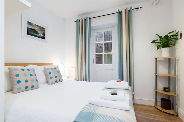 Lovely Spare Room for weekly/monthly rent