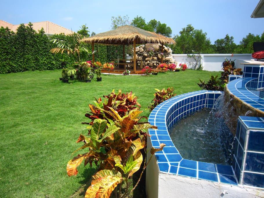 Villas sala thai 270m2 3 chambres piscine jardin villas for Jardin 100m2 piscine