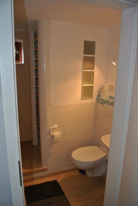 Guestroom ensuite bathroom/ central
