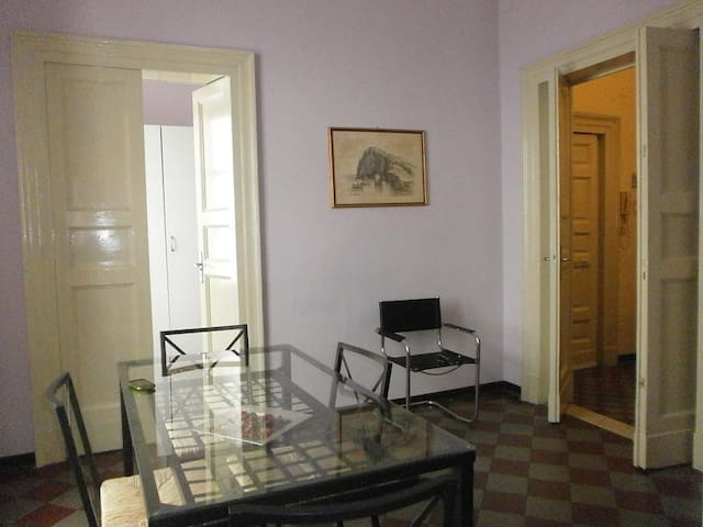 Three Rooms, Trois Chambres Catania
