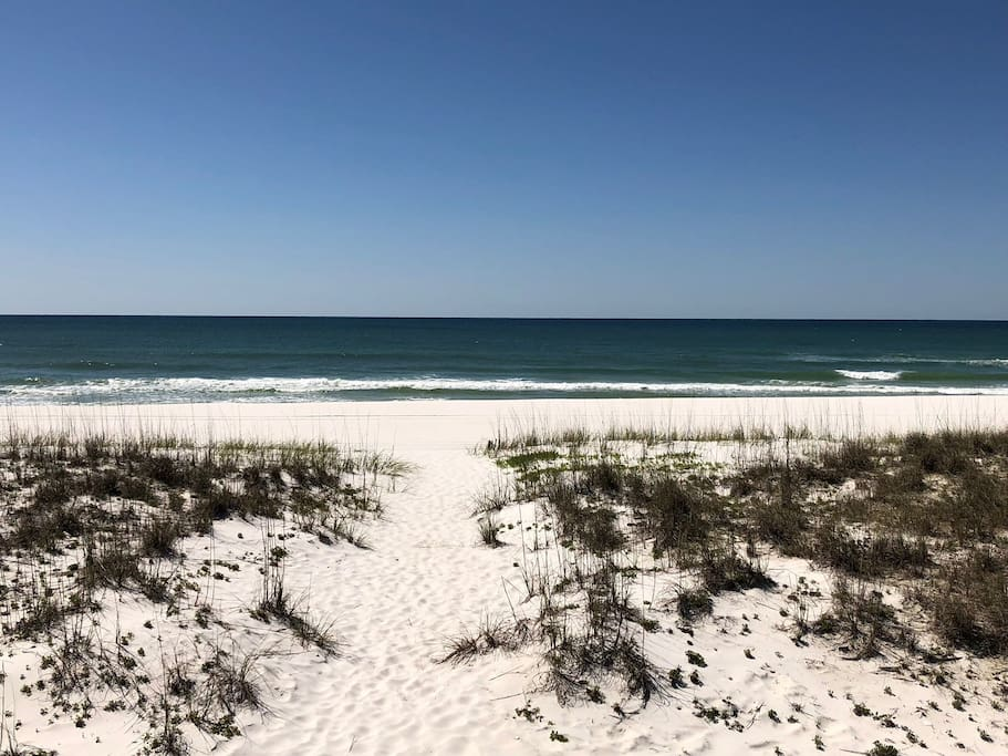 14 miles from beautiful Pensacola Beach.