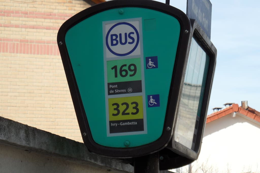 Bus à 50m de la location