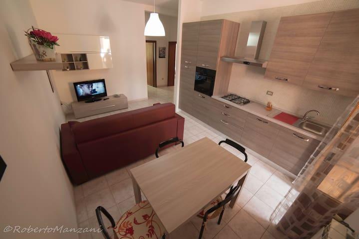 Nuovissimo trilocale in centro wifi - Piombino - Apartamento