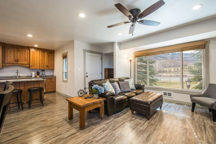Canyons View 20: Nicely updated 2 bedroom vacation rental.Walk to the Cabriolet