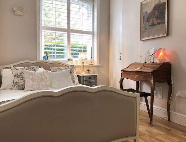 Luxurious Room in Stylish Fulham