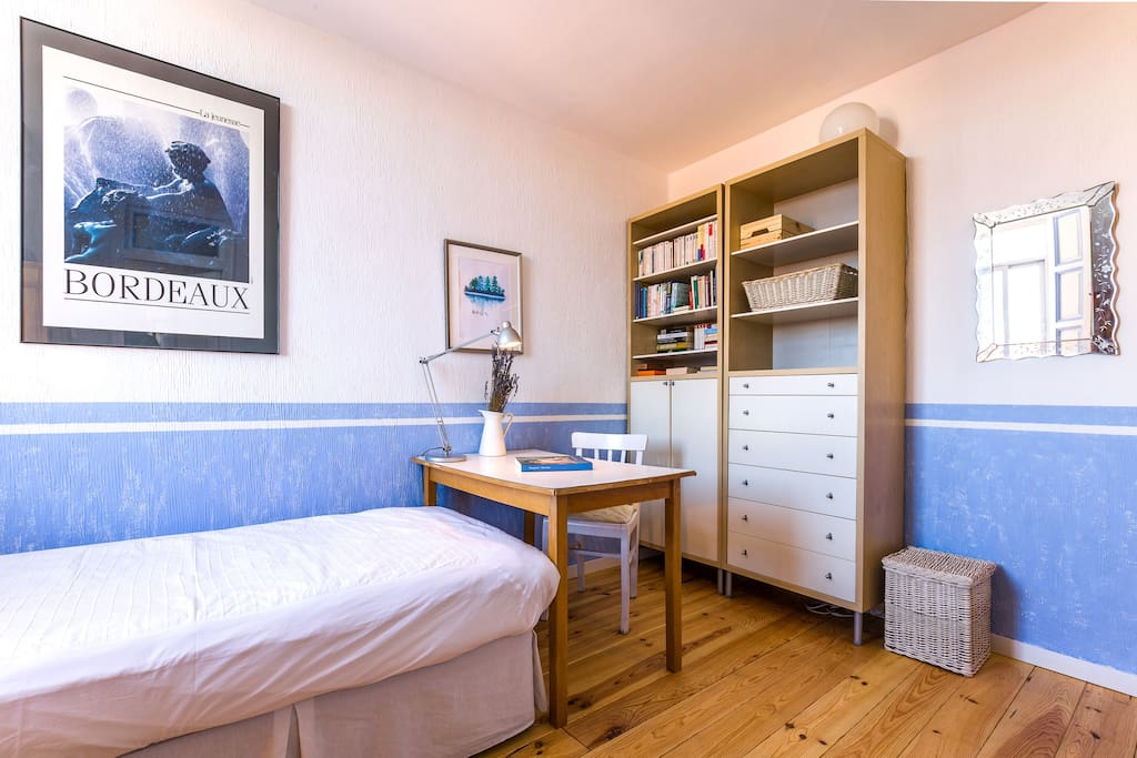 Single bed (93x190cm)