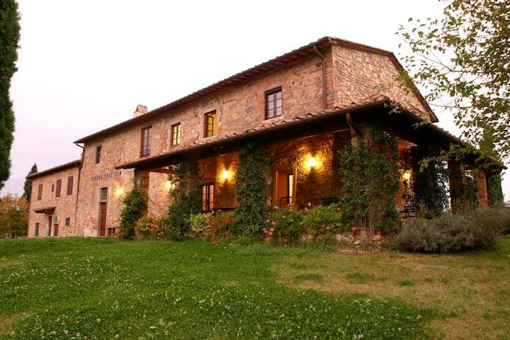 Contryhouse + pool close Florence & weddings