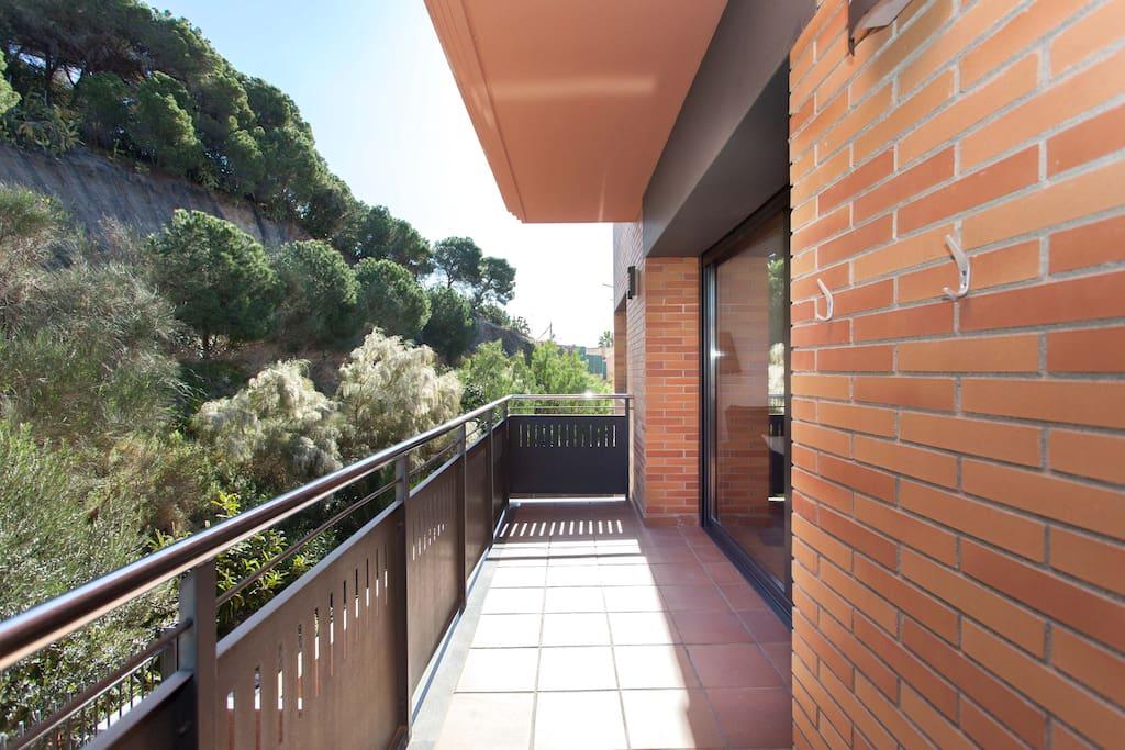 Tranquila terraza donde poder desayunar, comer y cenar.
