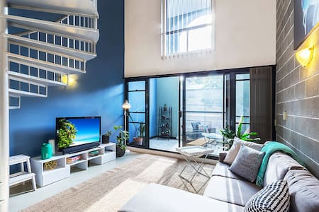 Loft Apartment minutes walk to the city - Chippendale(齐本德尔) - 公寓