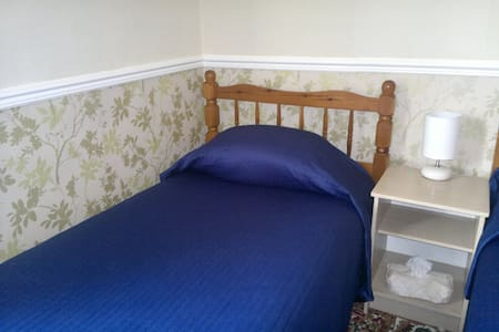 Sleeps 2 - Standard Twin Bedroom - South Shields - Bed & Breakfast