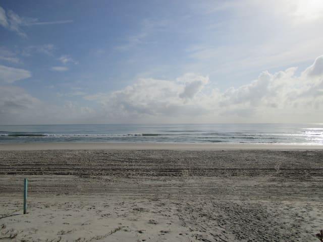 daytona beachfront condo - Daytona Beach - Apartment