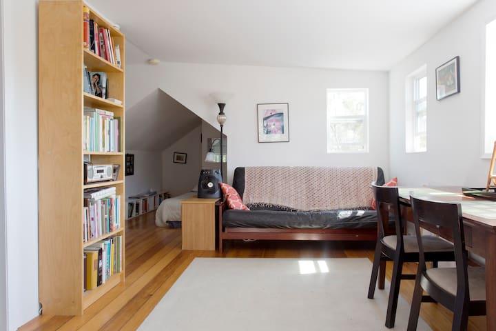 Peaceful Quiet Cottage Apartment