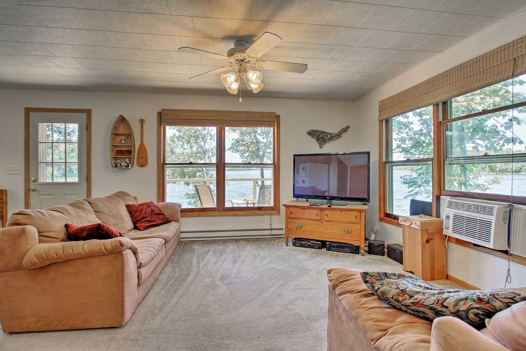 Kick back on the plush recliners and enjoy a DVD movie on the flat-screen TV.