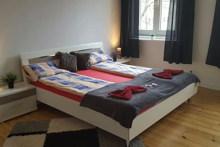 King Size Master Bedroom in Berlin / 3 min Metro - Berlin - Wohnung