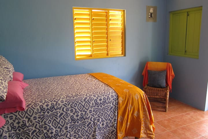 The Lion House Roots  - Ocho Rios - Bed & Breakfast