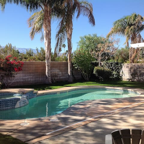 Coachella Festival - Private Bedroom B&B - Palm Desert - Bed & Breakfast