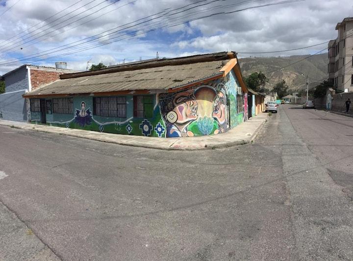 Nice and cozy Art House in the Mitad del Mundo/UIO