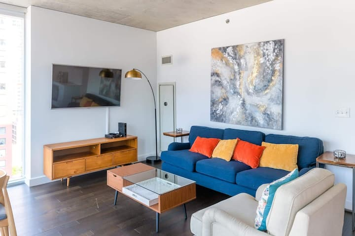 2B/2BA Executive Glass Apt | Balcony, Rooftop Pool & Gym by ENVITAE | PAID IN/OUT PARKING IN BLDG