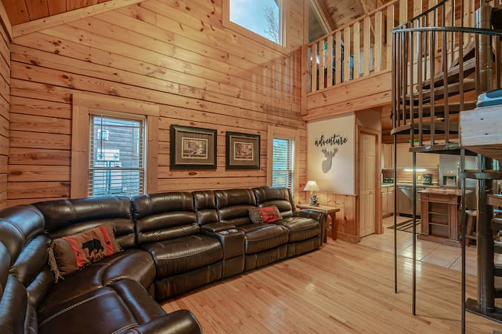 Beautiful Cabin / Dollywood View / Family Friendly