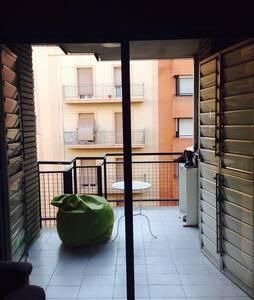 Sofá - cama, situación céntrica. - Lleida - Apartment