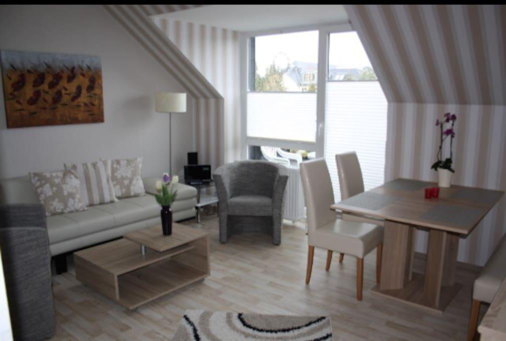 Wohnzimmer Wohnung 2 +Balkon