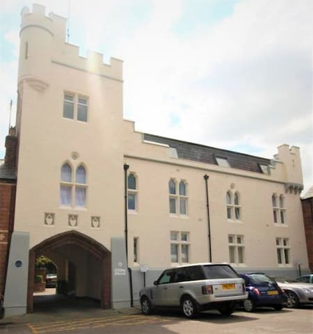 Boutique Penthouse Apartment Chester City Centre