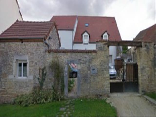 Detached tiny house - Marsannay-le-Bois - Rumah