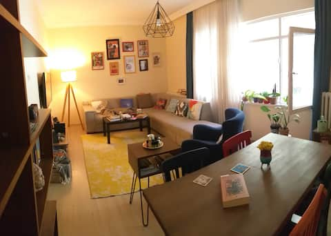 Cosy flat with green backyard in hip neighborhood