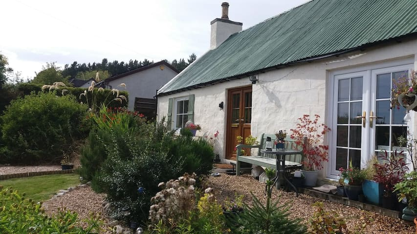 Highland Neuk- studio in quaint cottage.