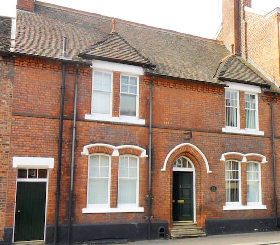 Guild House : Large double en-suite close to town